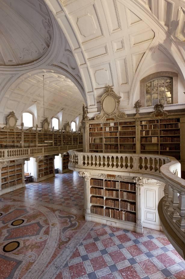 Instalação da Livraria de Mafra no espaço da Biblioteca, a pedido do bibliotecário frei João de São José do Prado.